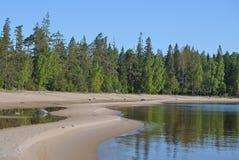 Vue du rivage du lac Ladoga photographie stock libre de droits