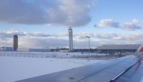 Vue du Tempelhof d'aéroport de l'avion Image stock