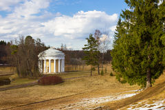Vue du temple d'amitié au parc de Pavlovsk Photographie stock