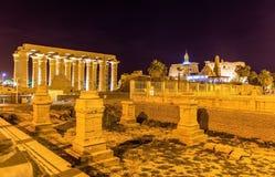 Vue du temple de Louxor le soir images stock