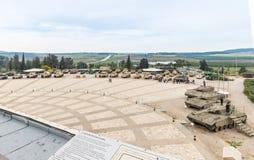 Vue du toit du musée blindé de corps au site commémoratif avec l'équipement militaire dans Latrun, Israël images libres de droits