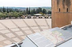 Vue du toit du musée blindé de corps au site commémoratif avec l'équipement militaire dans Latrun, Israël photos libres de droits