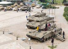 Vue du toit du musée blindé de corps au site commémoratif avec l'équipement militaire dans Latrun, Israël image libre de droits