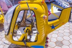 Vue du tour d'amusement d'hélicoptère, caisse enregistreuse électronique, Chennai, Tamilnadu, Inde, le 29 janvier 2017 Photos libres de droits