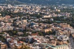 Vue du vieux village de montagne Sorrento, Italie photo stock
