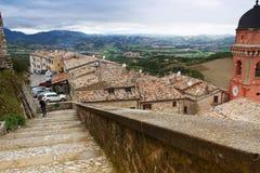 Vue du village de Frontone en Italie Photo libre de droits