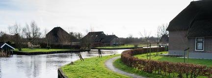 Vue du village Dwarsgracht, Giethoorn, Pays-Bas Images libres de droits
