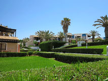 Vue du village grec sur l'architectur minoan tropical de style de Crète Photographie stock
