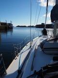 Vue du yacht dans la marine Norvège de Svolvaer Yacht de navigation photo libre de droits