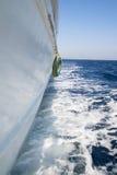 Vue du yacht de marche sur la mer Photo libre de droits