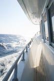Vue du yacht de marche sur la mer Photo stock