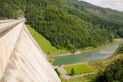 Vue en aval de le barrage de Bicaz Photos libres de droits