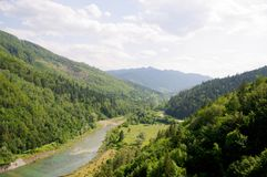 Vue en aval de le barrage de Bicaz Images libres de droits