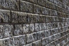 Vue en gros plan avant d'un mur de vintage de brique à un angle de 45 degrés Photos stock