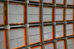 Vue en gros plan d'un mur géant de LED pour examiner des systèmes d'alimentation solaire dans un grand laboratoire image libre de droits