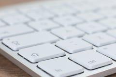 Vue en gros plan de clavier sur la table en bois Photo stock