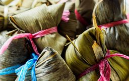 Vue en gros plan des boulettes asiatiques Zongzi de riz avec l'espace de copie images libres de droits