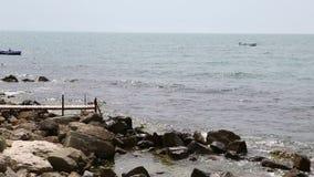 Vue et bateaux de mer banque de vidéos