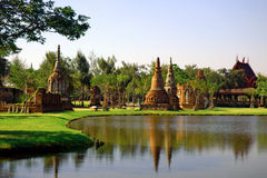 Vue et pagoda de jardin dans Muang Boran, Thaïlande photographie stock
