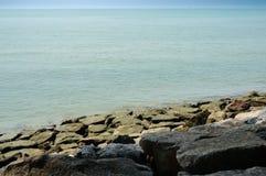Vue et pierres de mer Photos libres de droits