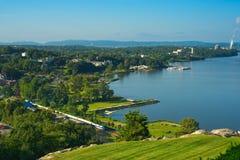 Vue et train de Hudson River photographie stock libre de droits