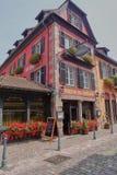 Vue extérieure d'hôtel Chambard de relais et de château dans Kaysersberg photos libres de droits
