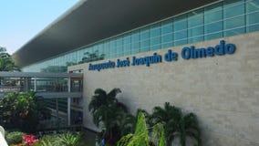 Vue extérieure de l'aéroport moderne Jose Joaquin de Olmedo Photos libres de droits