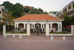 Vue extérieure de l'ancienne résidence britannique de consulat chez Takou image stock