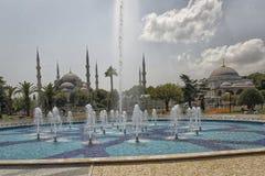 Vue extérieure de mosquée bleue de mosquée de Sultan Ahmed en journée Photos libres de droits