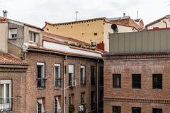Vue extérieure de vieux palais et d'extension moderne d'architecture Images libres de droits