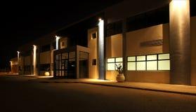 Vue externe d'entrepôt moderne la nuit Image libre de droits
