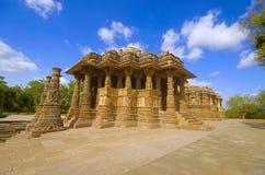 Vue externe du temple de Sun sur la banque de la rivière Pushpavati En 1026-27 ANNONCE construite, village de Modhera de secteur  Image libre de droits