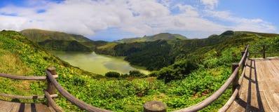 Vue fabuleuse vers le lac sur l'île Flores des Açores Images stock