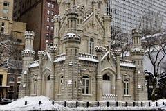 Vue faisante le coin du sud-est de la tour d'eau de Chicago image libre de droits
