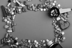Vue faite de pilules et capsules De drogues approvisionnements près Photographie stock