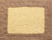 Vue faite de toile de jute avec le millet Photos stock