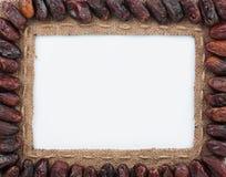 Vue faite de toile de jute avec les dattes sèches Image stock