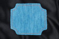 Vue faite en tissu de denim avec piquer jaune sur la soie noire Image stock