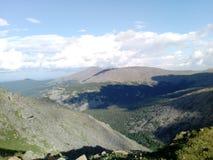 Vue fantastique du haut des montagnes d'Ural photographie stock