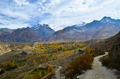 Vue fantastique sur le chemin à Muktinath image stock