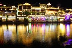 Vue Fenghuang, province de Hunan, Chine de nuit Images libres de droits