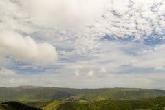 Vue, fermes et moulins à vent d'horizon de Karori dans la distance images libres de droits