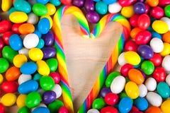 Vue   fond des bonbons colorés des sucreries de sucre Photographie stock