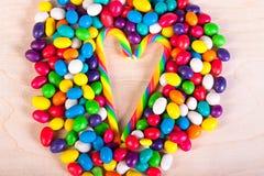 Vue   fond des bonbons colorés des sucreries de sucre Image stock