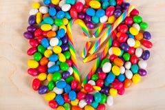 Vue   fond des bonbons colorés des sucreries de sucre Images stock