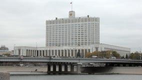 Vue frontale de la Maison Blanche à Moscou, Russie banque de vidéos