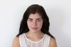 Vue frontale horizontale de dessus de port de dentelle de belle jeune fille de brune photo libre de droits