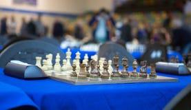 Vue générale au-dessus d'un échiquier avant tournoi Images libres de droits