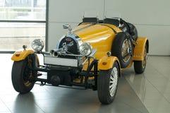 Vue générale de Bugatti de rétro véhicule photographie stock libre de droits