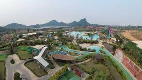Vue générale de ci-dessus à Aqua Park du Ramayana thailand banque de vidéos